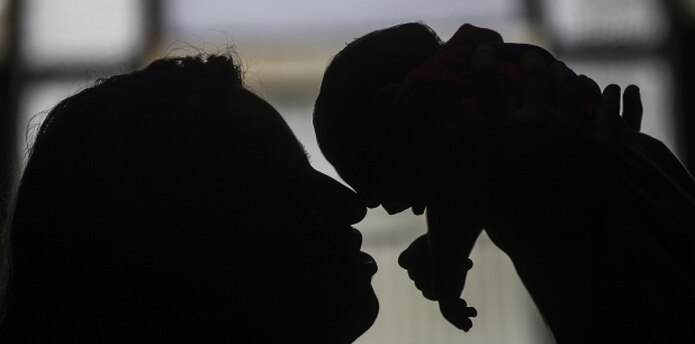 Hay 2,864 mujeres embarazadas contagiadas con zika en la Isla. (Archivo)