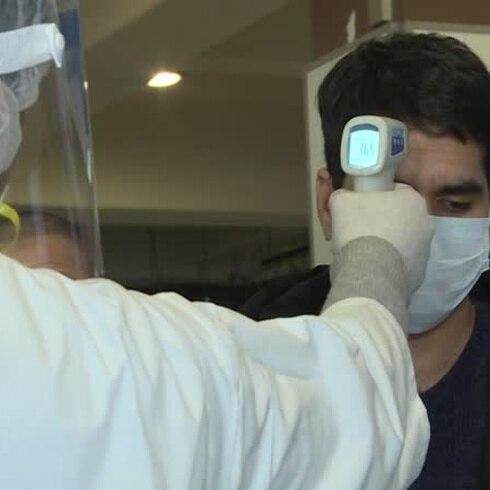 Franceses desalojados de China tienen síntomas del coronavirus