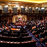 Cámara baja de Estados Unidos vota sobre paquete de rescate de Biden