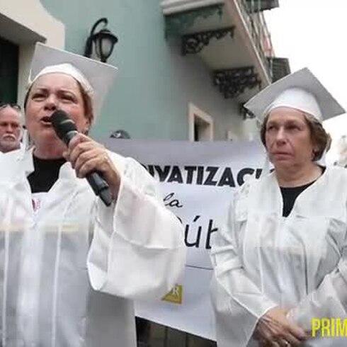 Protestan en togas para oponerse a la reforma educativa