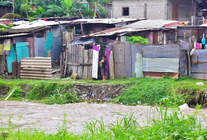 Según la Copeco, al menos 1.8 millones de personas resultaron afectadas en mayor o menor grado por las inundaciones que causó Eta, mientras que los muertos hasta ahora rondan los 60, a los que se suman decenas de desaparecidos.