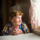 Vulnerables nuestros viejos en tiempos de toque de queda