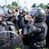 Manifestantes en apoyo a los acusados tras el 6 de enero llegan a Washington ante fuerte presencia policial