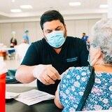 Incentivo de $100 para los que se vacunen contra COVID-19 hoy en Coamo