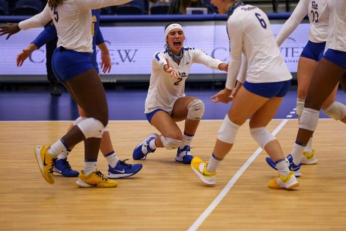 La esquina de la Universidad de Pittsburgh, Valeria Vázquez, atacó de 23-8 y aportó 13 defensas en los cuartos de finales del campeonato NCAA.