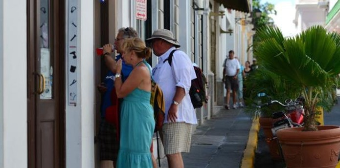 Los residentes en el Viejo San Juan llevan dos años con esfuerzos activos para evitar ser desplazados por la fiebre de los Airbnb. (Archivo)