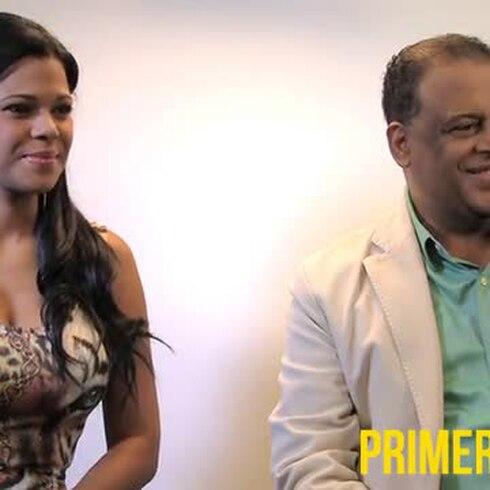 Emocionado Wilfrido Vargas al regresar a la tarima con  su hija, Alina