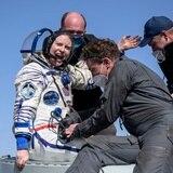 Astronautas de EE.UU. y Rusia regresan a la Tierra desde la EEI