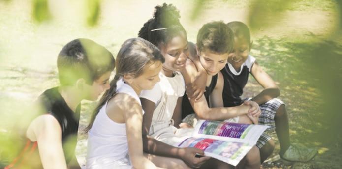 Investigaciones demuestran que el periodo de vacaciones de verano es tan largo que está afectando el patrón de aprendizaje de los niños. (Archivo)