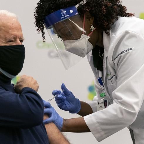 Así vacunaron a Joe Biden
