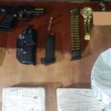 Ocupan arma ilegal y dos kilos de cocaína en un auto en Ponce