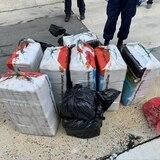 Guardia Costera transfiere custodia de contrabandistas y cocaína a federales en San Juan