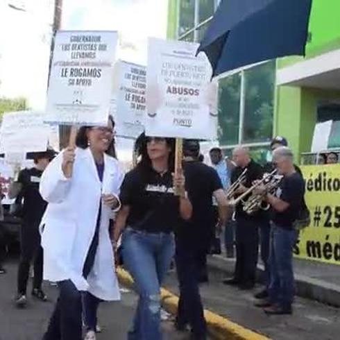 Los dentistas salen a la calle y exigen respeto