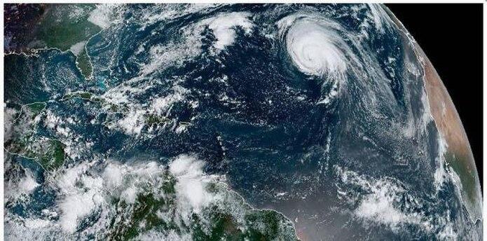 A las 8:00 a.m. Lorenzo tenía vientos de 105 mph. (NOAA)