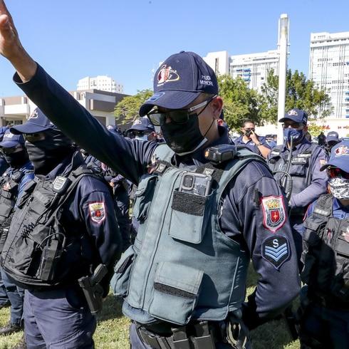 Emotivo momento por los policías asesinados