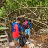 Niños limpian playas en Fajardo
