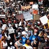 """Protestan contra el racismo al grito de """"¡7 balas, 7 días!"""""""