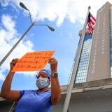 Enfermeros del sector privado se manifiestan frente al Departamento del Trabajo