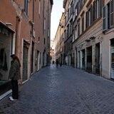 Europa recibe a los turistas con montones de requisitos