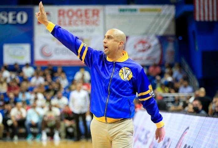 Nelson Colón es un tres veces campeón y dos veces Dirigente del Año en el BSN.