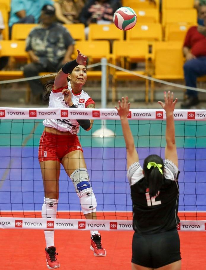 Karina Ocasio llegó a los 4,000 puntos en el tercer set del partido en el que Caguas recibió a Corozal.