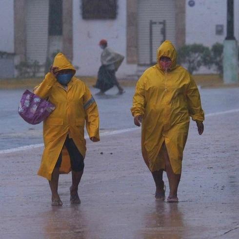 Delta toca tierra como huracán categoría dos en México
