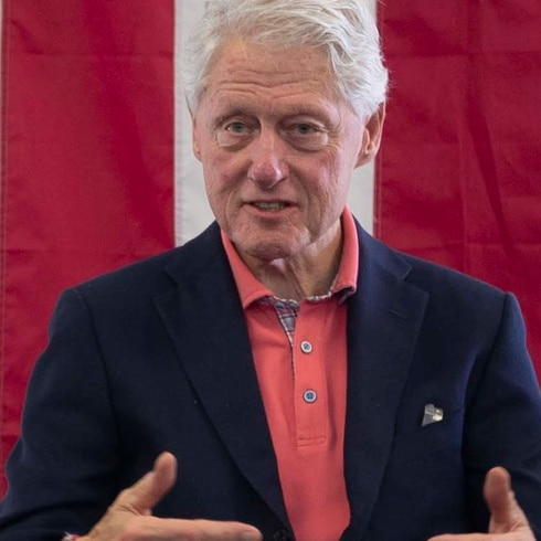 """Bill Clinton quiere que se sepa """"lo que está pasando realmente en la isla"""""""