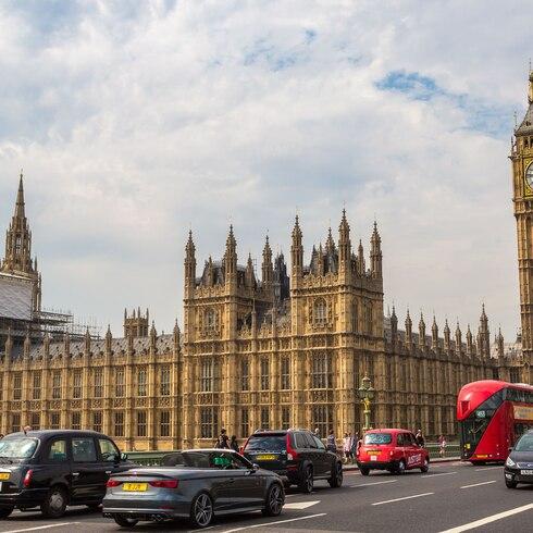 Reino Unido dejará de vender carros tradicionales