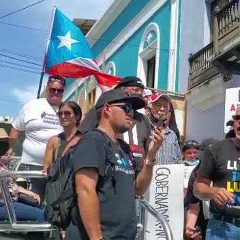 Llegan hasta La Fortaleza pidiendo cancelación del contrato de LUMA