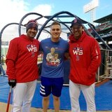 Kike Hernández completa un pacto de dos años con los Red Sox