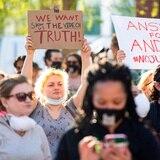 Juez impide publicar video de la muerte de un hombre negro a manos de policías