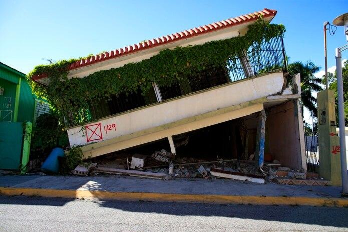 En un instante, la seguridad de un techo se vino abajo para cientos de familias en el sur.