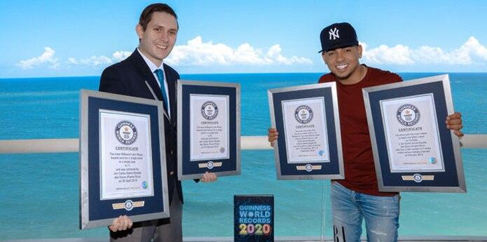 El artista fue honrado con cuatro títulos que marcan su renombrada carrera musical a nivel mundial. (Albizu Albikon para Guinness World Records 2020)