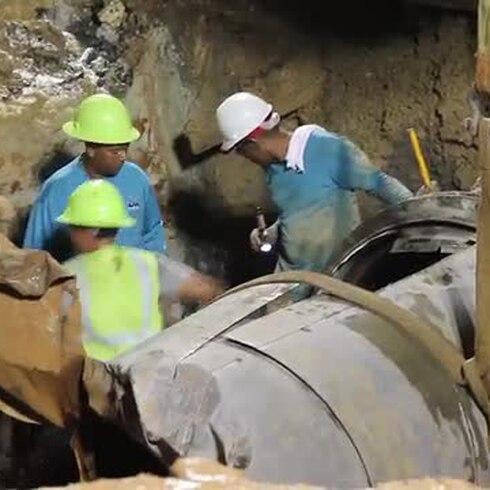 Esperan finalizar esta noche la reparación del tubo roto en Puerto Nuevo