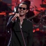 Marc Anthony rinde emotivo homenaje a José José en los Latin AMAs