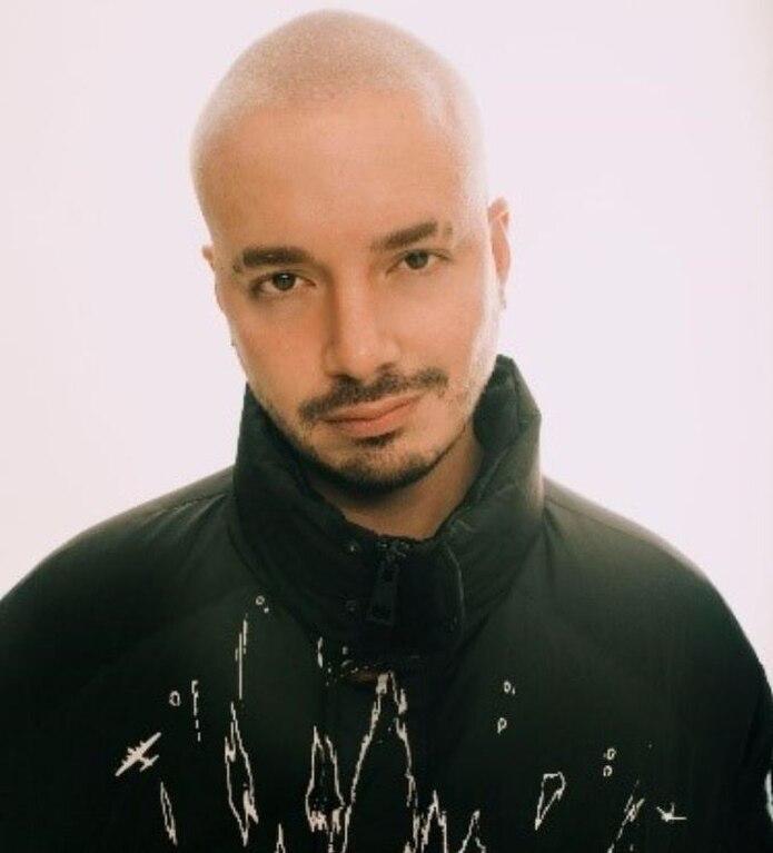 El cantante cuenta con 12 nominaciones para los Premios Juventud.