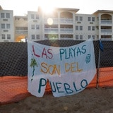 Arrestan manifestante en zona de construcción de piscina en Rincón