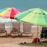 Pareja de ladrones asalta turista en playa del Condado