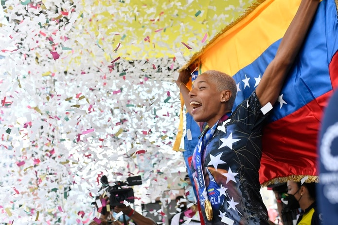 La venezolana Yulimar Rojas, campeona olímpica de salto triple en los Juegos de Tokio 2020, es recibida en su país, el martes 14 de septiembre de 2021.