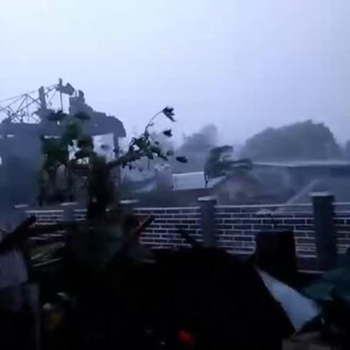 Potente tifón azota a Filipinas