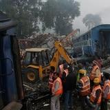 Aumentan a 145 los muertos tras accidente de tren en India