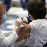 Arranca investigación de posible fraude con personas coladas en vacunación