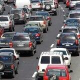 Tapón por vehículo volcado en autopista de Dorado a Bayamón