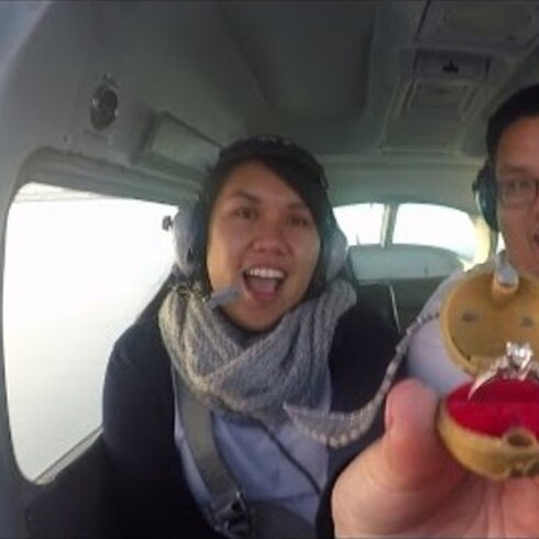 """Emergencia"" en avión termina con propuesta de matrimonio"