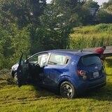 Tránsito hoy: Auto cae en un caño cerca de Plaza Las Américas