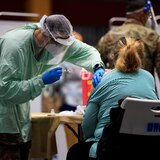 Gobierno proyecta vacunar diariamente a 2,400 empleados de escuelas públicas y privadas