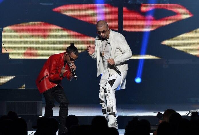 Arcángel y Wisin son dos de los artistas que acompañan al productor en la nueva canción.