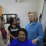 Clinton opuesto a desviar fondos de Puerto Rico para el muro de Trump
