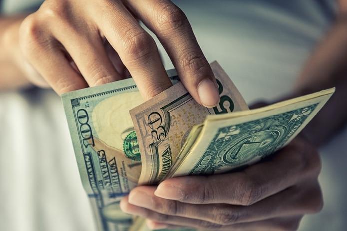 El pago especial para los empleados de la salud será de un mínimo de $2,000 por empleado.