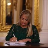 Gobernadora firma leyes que benefician a envejecientes, veteranos y discapacitados